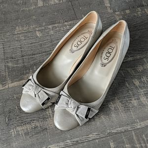Tod's Gray Leather Heels with Suede Bow Accents